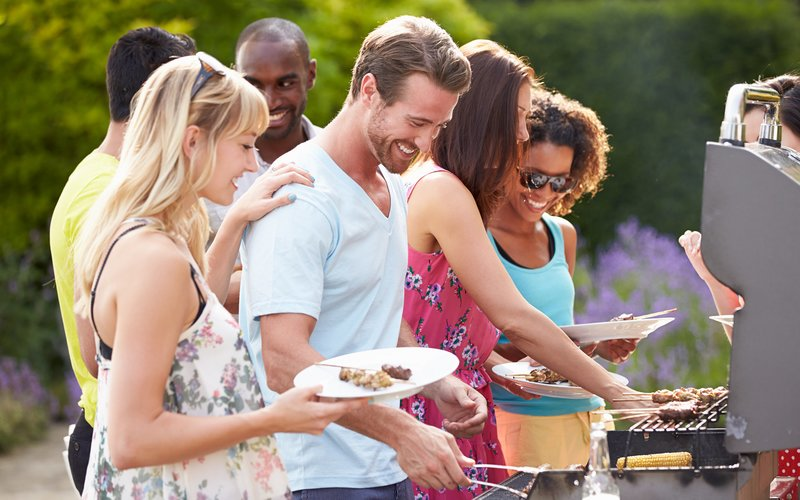 From Labor Day to New Year's: Our Tips for Entertainment-Friendly Outdoor Spaces